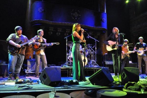 Nicki-Bluhm-and-The-Gramblers-Van-Session-Geekorner-5