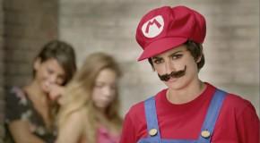 Penélope Cruz déguisée en Super Mario [Vidéo]