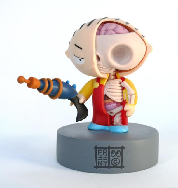 Stewie-Anatomie-Jason-Freeny-Sculpture-Geekornert